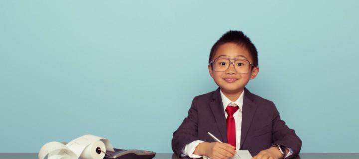 """Cómo educar financieramente a nuestros hijos usando la conocida """"paga"""""""