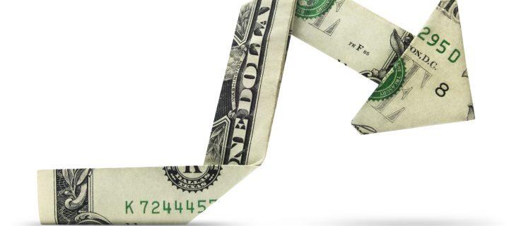 ¿Cómo ganar dinero cuando baja una acción o un índice bursátil?