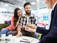 ¿Realmente es mejor financiar un coche que comprarlo al contado?