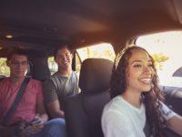 ¿Me pido un Uber o me pillo una moto de alquiler? Las nuevas formas de moverse (y ahorrar) en la ciudad