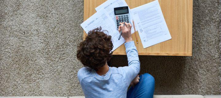 Menos trámites, un poco más de IVA. ¿Qué es el recargo de equivalencia?
