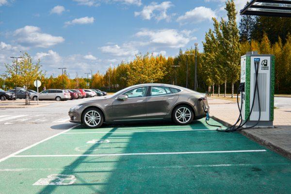 como afecta coche eléctrico a mis inversiones