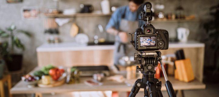 Influencers: Monetización digital o cómo ganarse la vida sin salir de casa