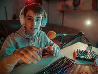 Megatendencias: digitalización. ¿Twitch o YouTube? ¿Cómo ganan dinero los streamers?